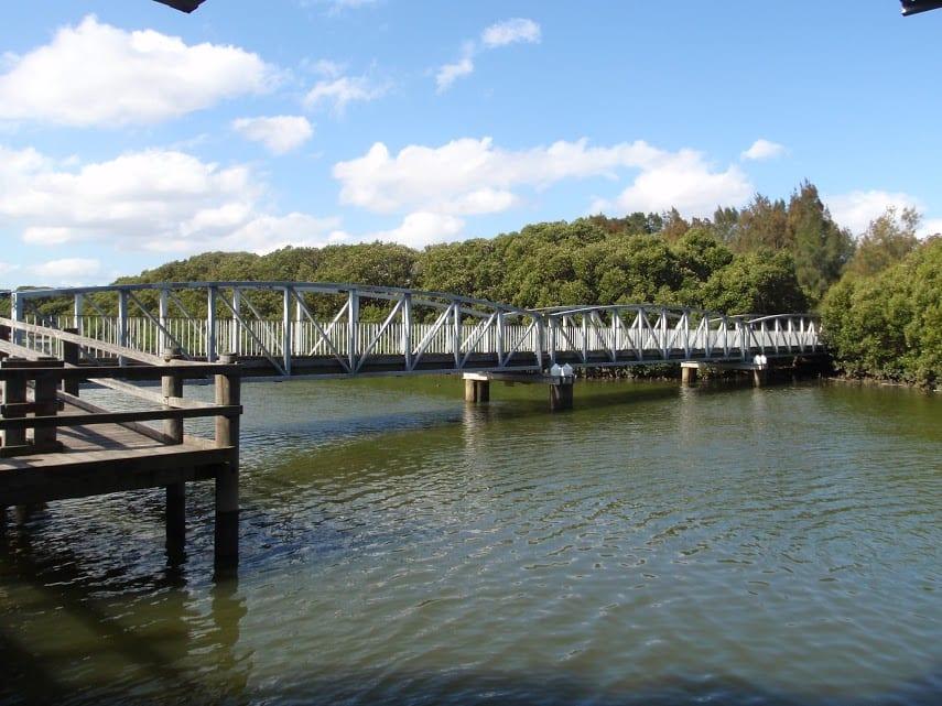 Davies Reserve to the Salt Pan Creek Footbridge