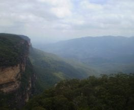 The Falls Picnic Area to Upper Wentworth Falls