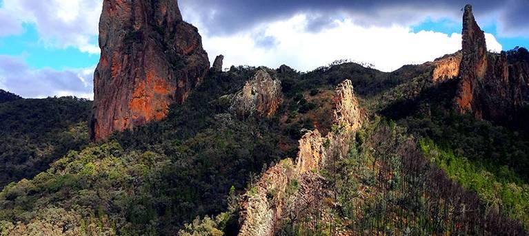 Breadknife and Grand High Tops walk Trail Hiking Australia