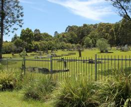 Minmi Cemetery walk Trail Hiking Australia