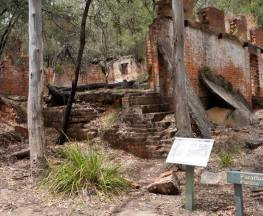 Newnes Industrial Ruins walk Trail Hiking Australia
