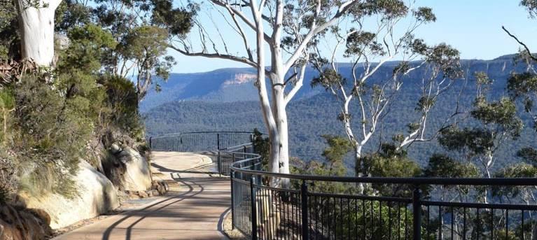 Three Sisters walk Trail Hiking Australia